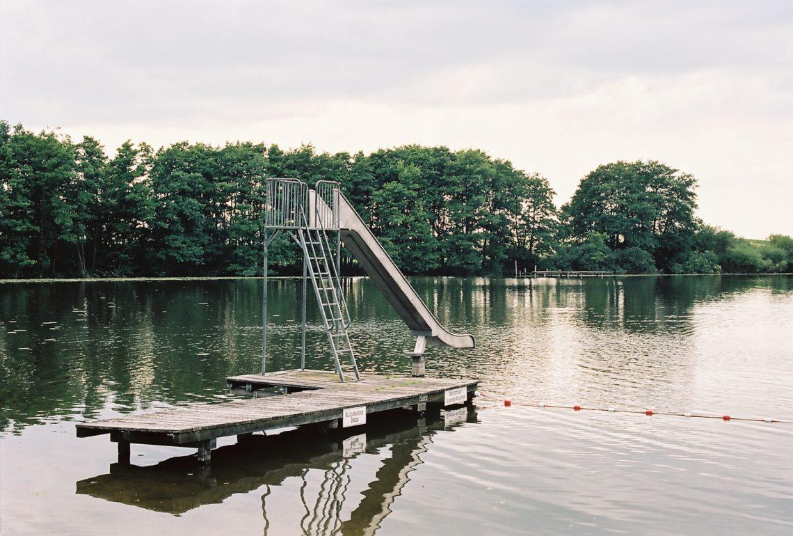 Dörpsee Dörpsee Emkendorf , aufgenomen mit Leica M7 und Summilux 1.4 50 asph. new auf Kodak Portra 160 new | © mare.photo