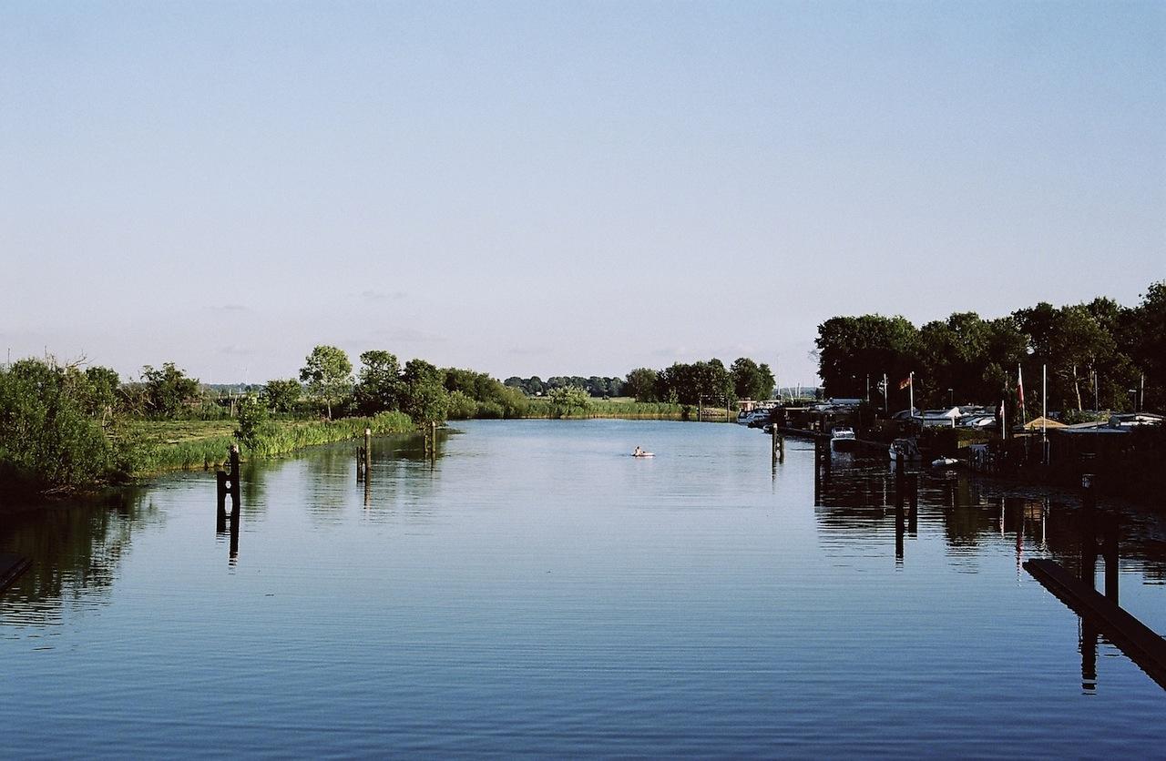 Eider bei Lexfähre, fotografiert mit Leica M7 und Summilux M 1.4 50 asph. new auf Kodak Portra 160 | ©mare.photo