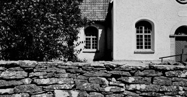 Kirche auf Fårö mit Bergmanns Grab | © mare.photo