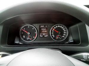 Die Ganganzeige empfiehlt sehr frühe Gangwechsel und damit untertouriges Fahren |©weites.land