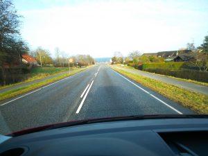 Wer verrausschauend fährt, hat ein deutlich minimiertes Unfallrisiko und deutlich niedrigerer Unterhaltungskosten. So kann man mit dem VW T6 lange sicher unterwegs sein | © weites.land